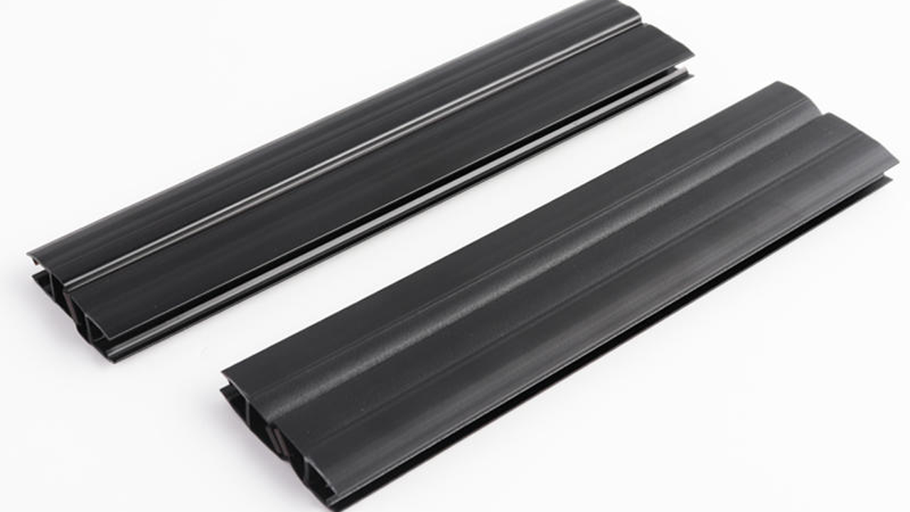 glass door sweep,135 degree Polished Black Glass to Glass Door Seal with Magnetic | jy