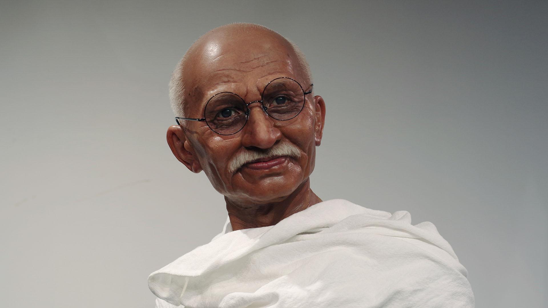मोहनदास गांधी के लिए फैक्टरी मूर्ति सामूहिक सिम्युलेटेड लाइफ साइज सिलिकॉन वैक्स मूर्तियां